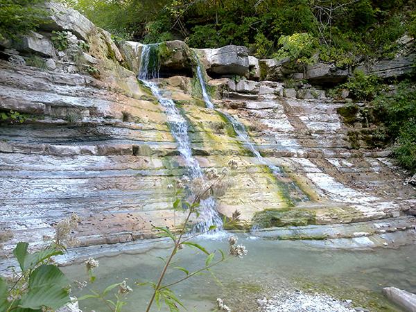 водопад-Крылатый-в-горном-Геленджике---поездка-на-джипах.jpg